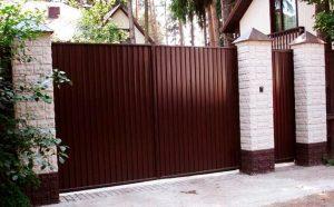 Какими бывают конструкции ворот для дачи?