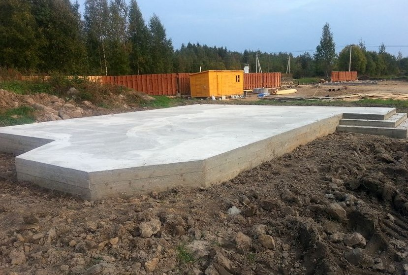 Строительство фундаментной плиты для дома на даче