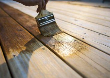 Лаки и краски для дерева как способ видоизменить деревянную конструкцию и защитить ее от негативного влияния влаги, ультрафиолета